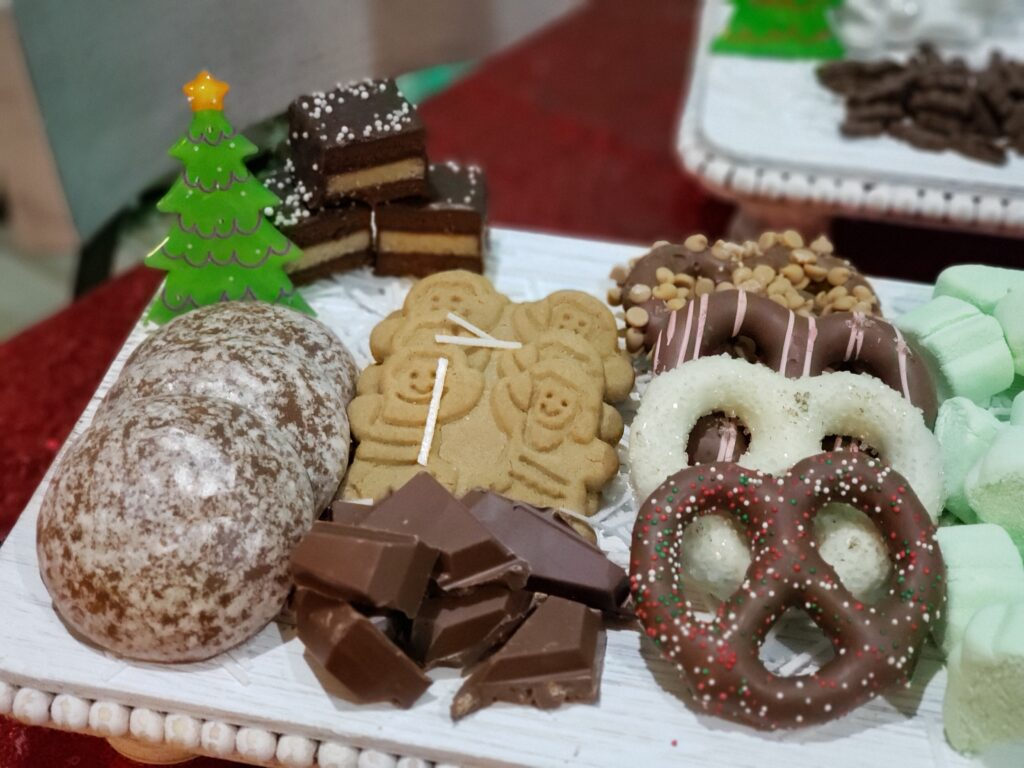 HOT COCOA CHARCUTERIE BOARD - gingerbread and cookies and pretzels